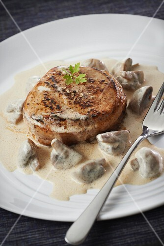 Normandy-style veal Grenadin with button mushrooms