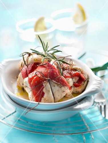Rolled guinea-fowl fillets and red peppers with rosemary