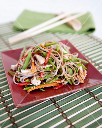 Sauteed noodles with thinly sliced vegetables and tofu