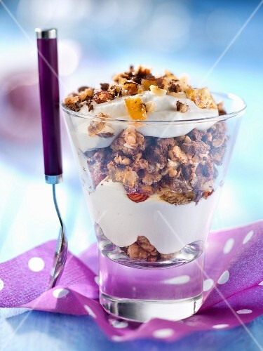 Fontainebleau with cereals and caramelized hazelnuts