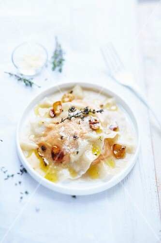 Ravioli with sweet potatoes and garlic