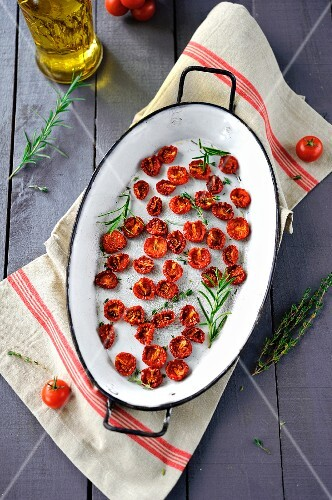 Dried tomatoes with rosemary and thyme