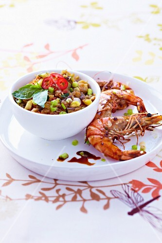 Asian-style express ratatouille,pan-fried shrimps with soya sauce