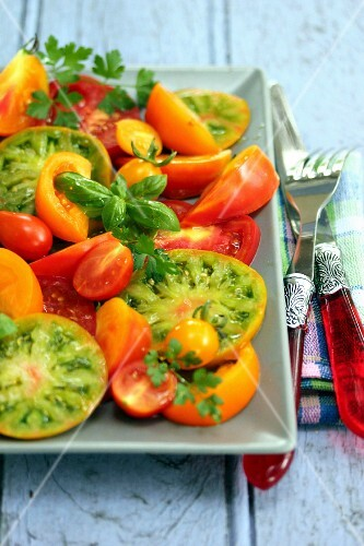 Mixed tomato salad with basil