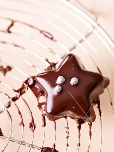 Small chocolate star cake