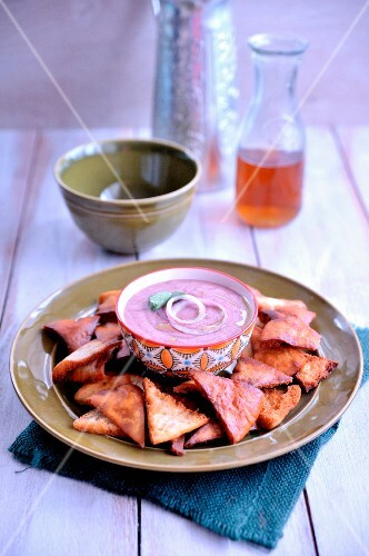 Red kidney bean hummus, pita nachos