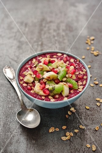 Smoothie bowl with berries, kiwi and banana