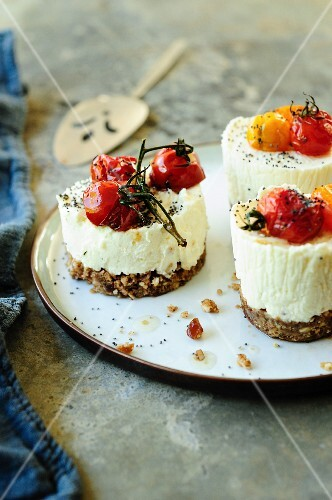 Goat cheese appetizers with dates and roasted tomatoes