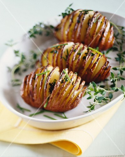 Baked potatoes with thyme and chives