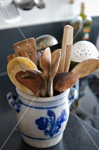 Wooden utensils in a ceramic pot