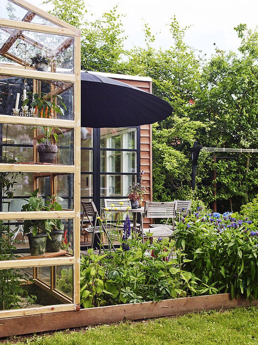 A Designer's Garden Delight