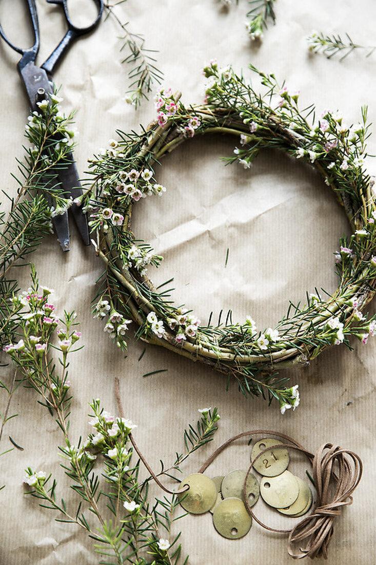 Eccentric Wreaths in Spring