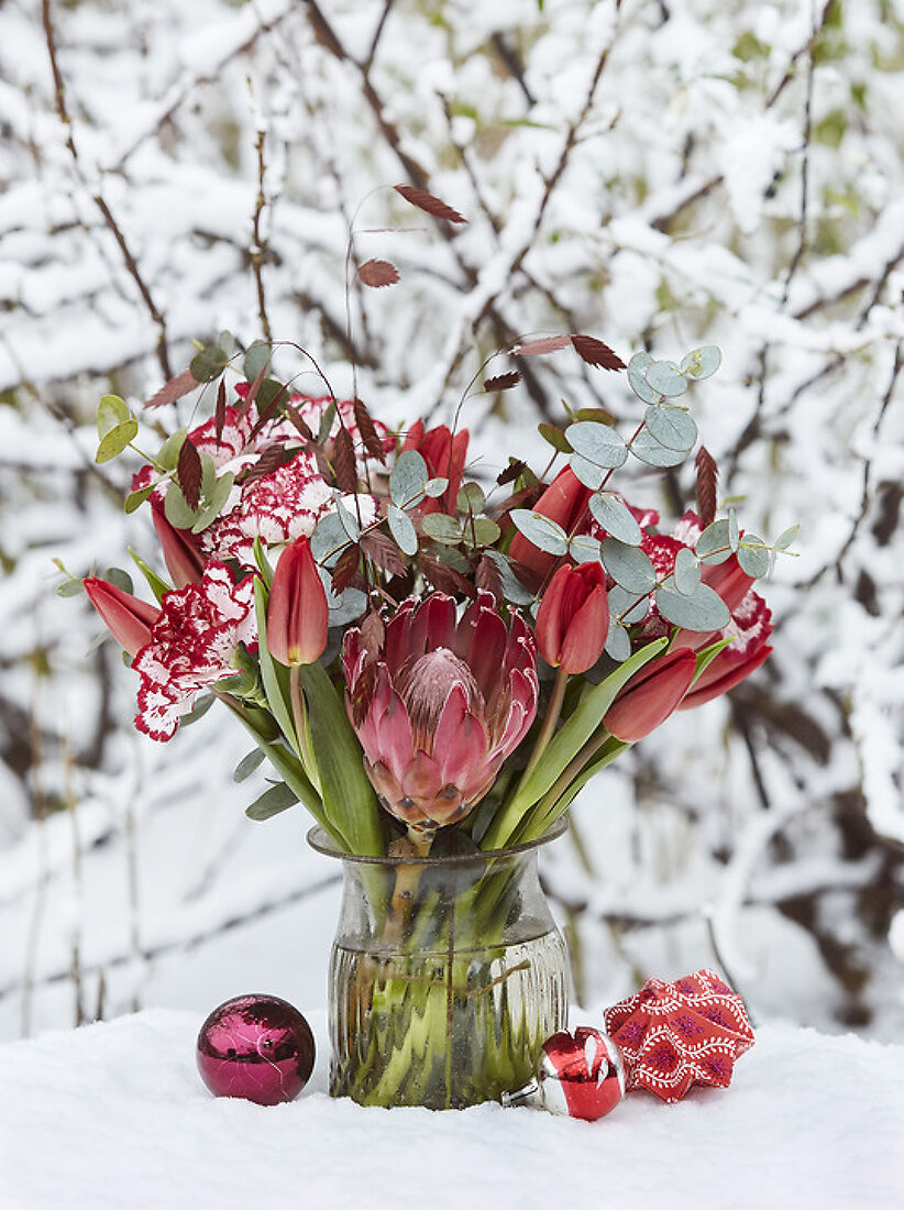 5 December Creations with Winter Plants and Flowers