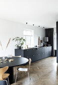 Elegant black kitchen - on a budget