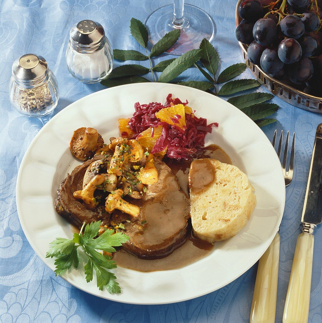 Leg of fallow deer, red wine sauce, mushrooms & napkin dumpling