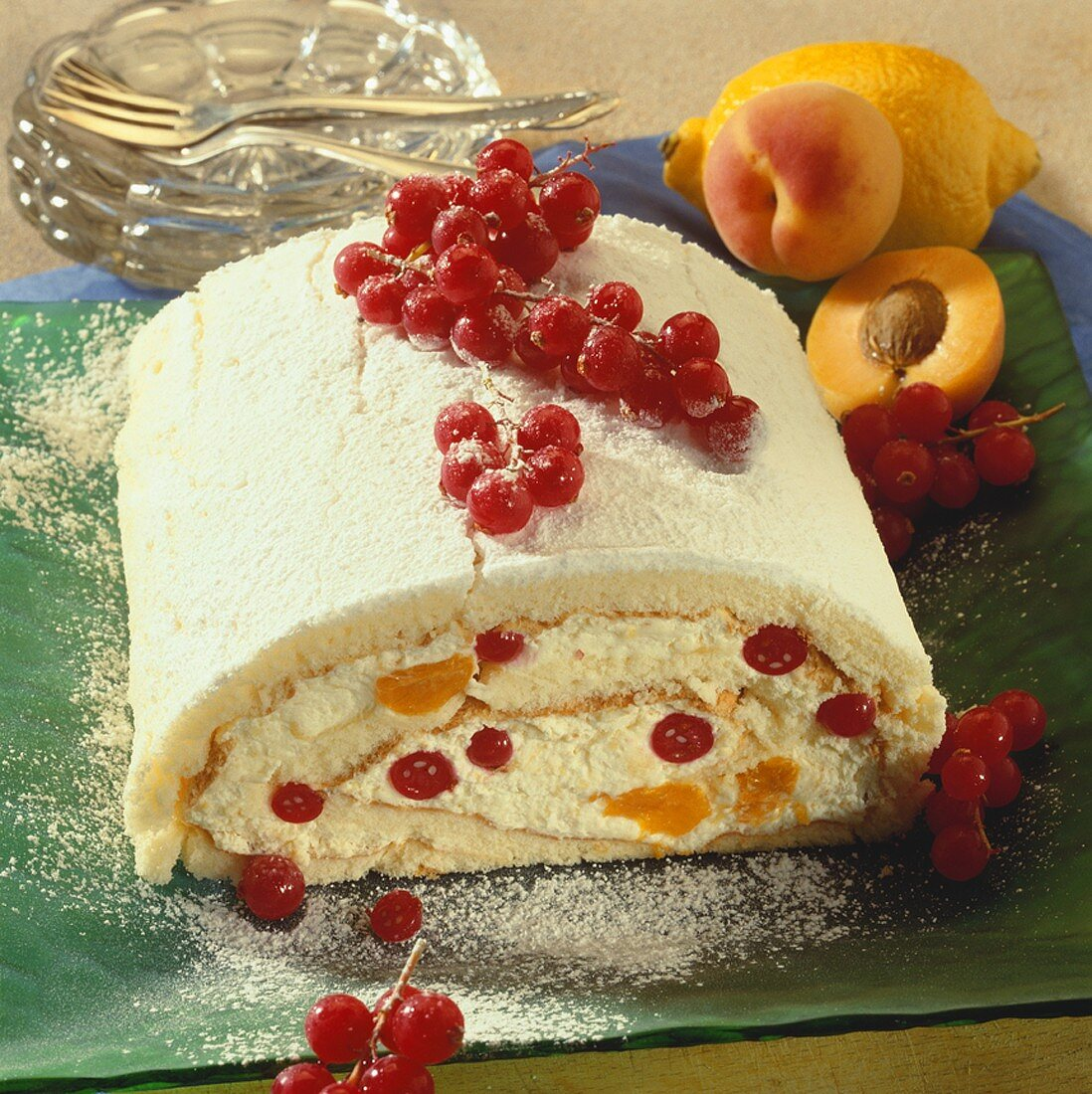 Sponge with redcurrant and apricot filling