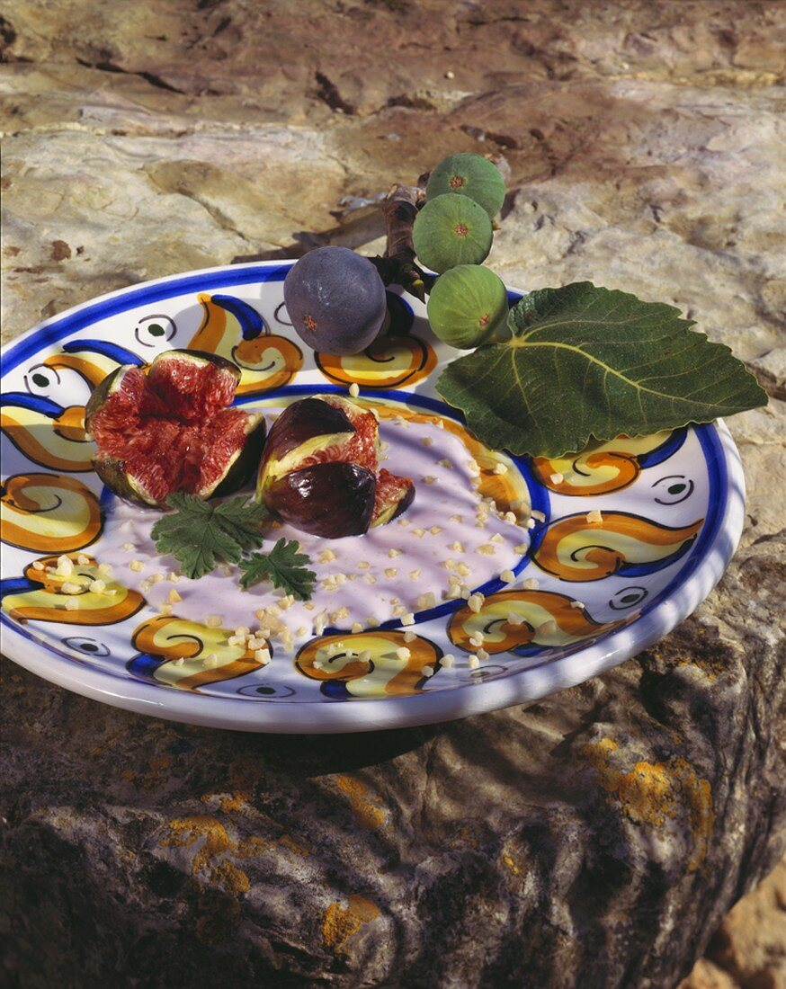 Fig cream with almonds and fresh figs