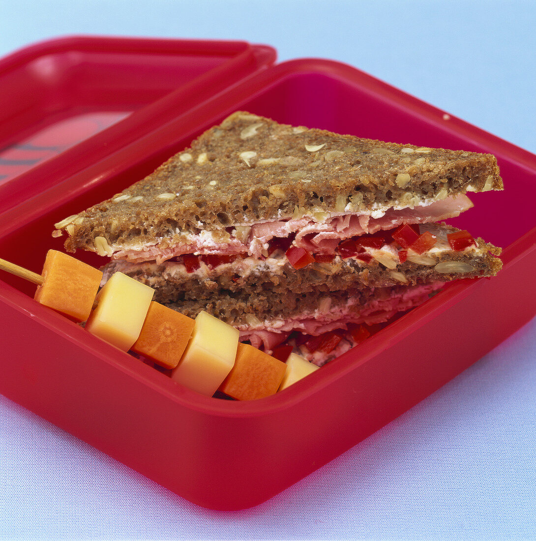Healthy cream cheese, pepper & ham sandwich for break time