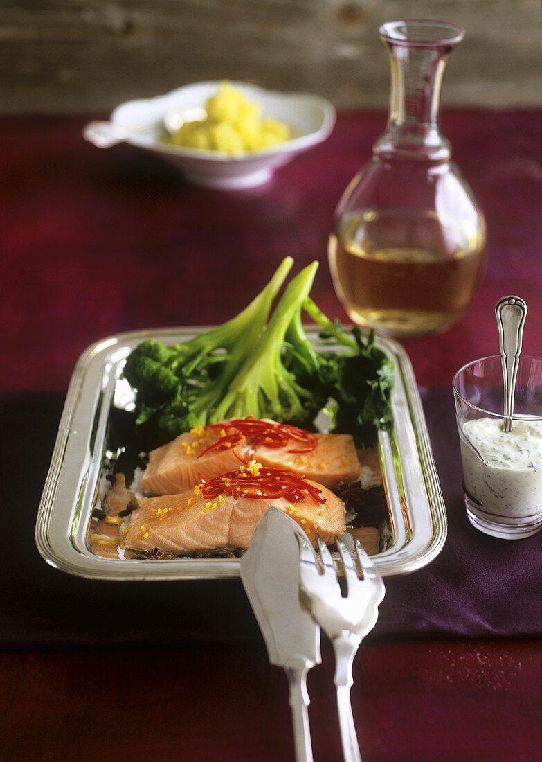Salmon fillets with chilli garlic oil, broccoli & spicy dip