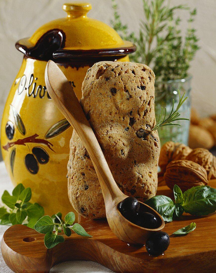 Walnut bear with olives