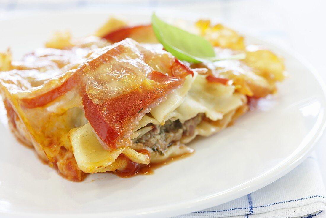 Baked Maultaschen (Swabian ravioli) with tomatoes