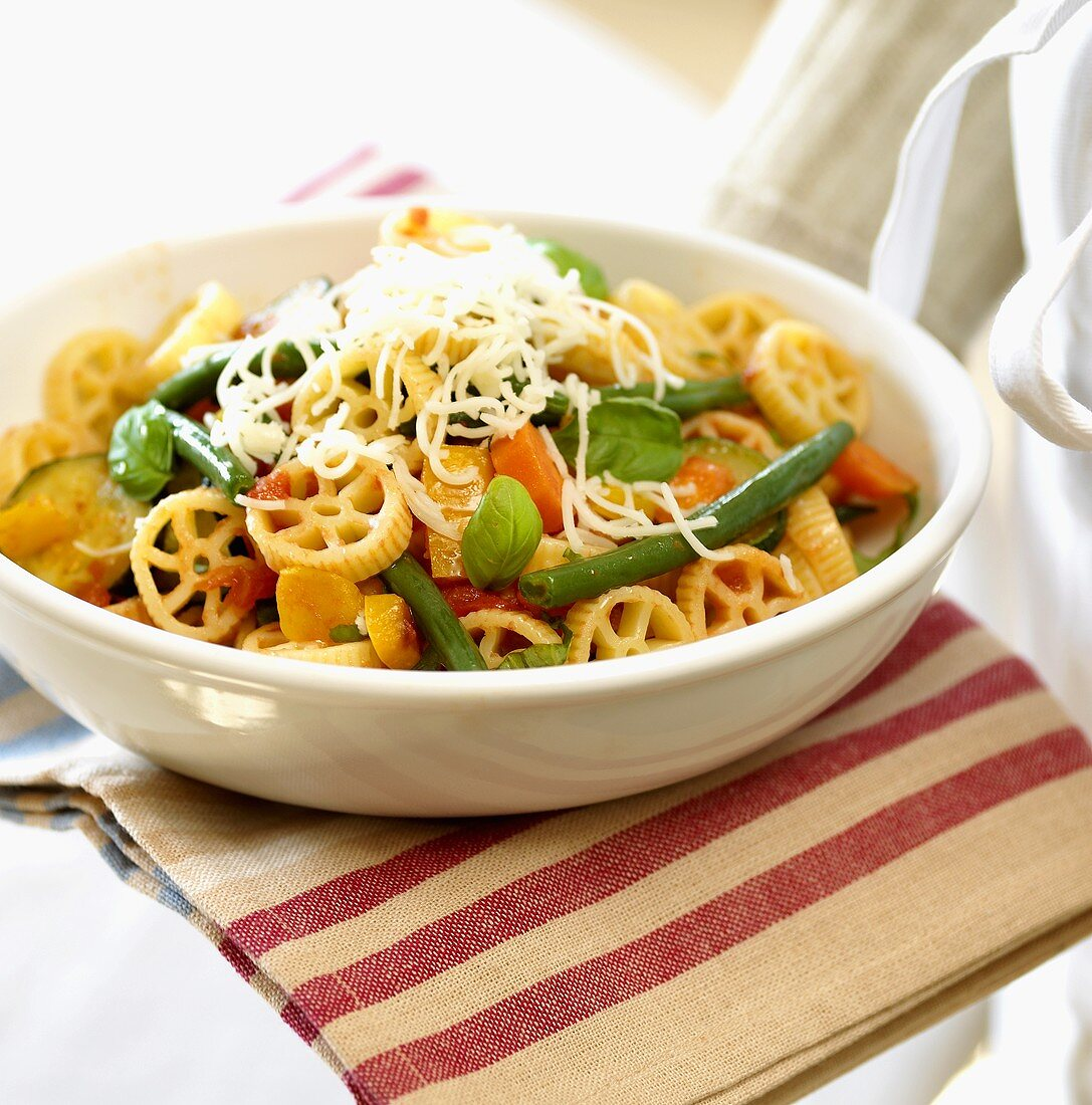 Rotelle rigate with vegetables and cheese