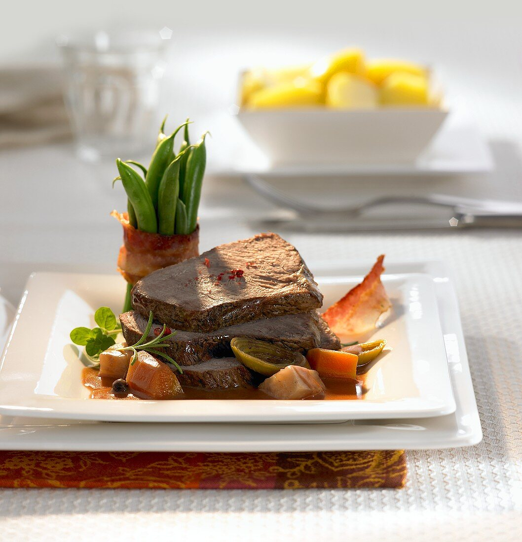 Pot roast beef with gingerbread red wine sauce