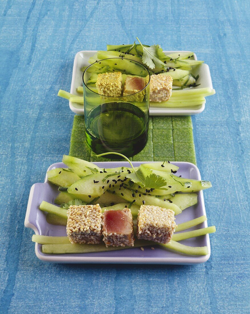 Seared tuna with sesame seeds and cucumber salad