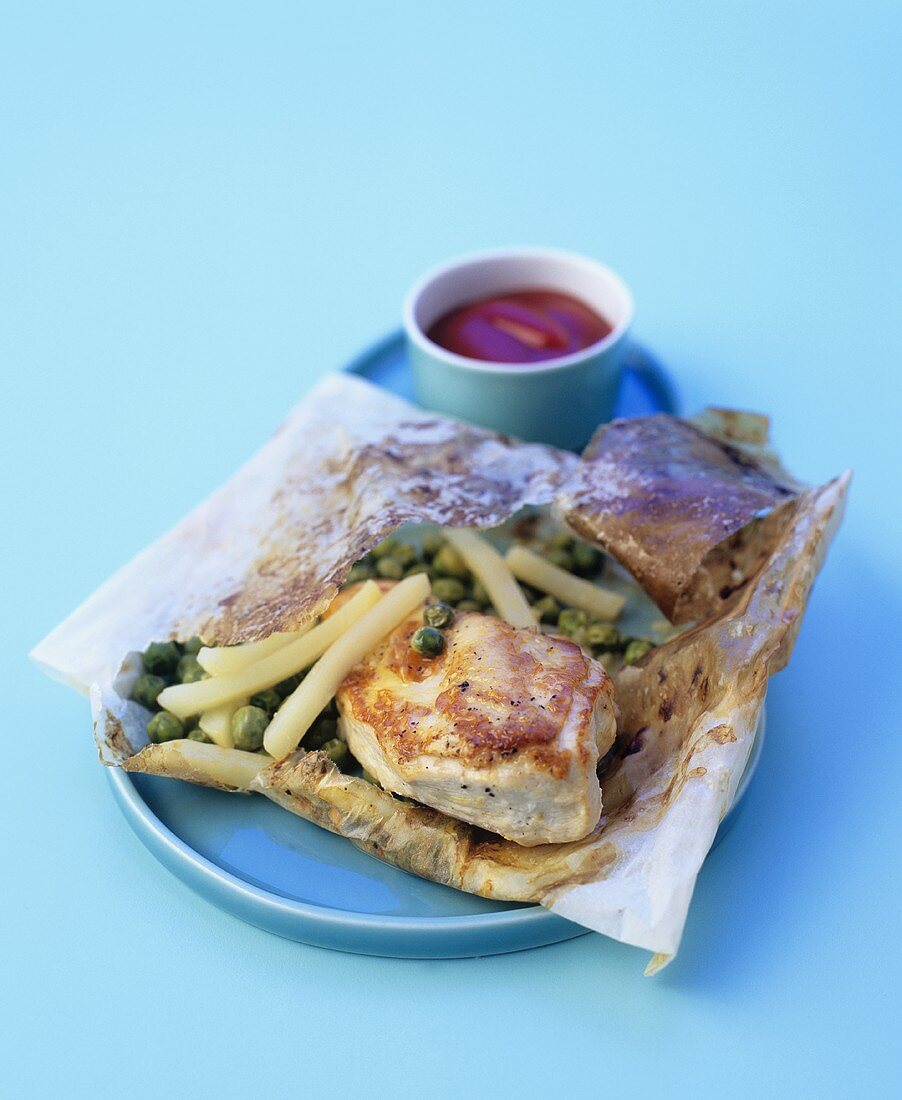 Chicken breast, potatoes and peas en papillote