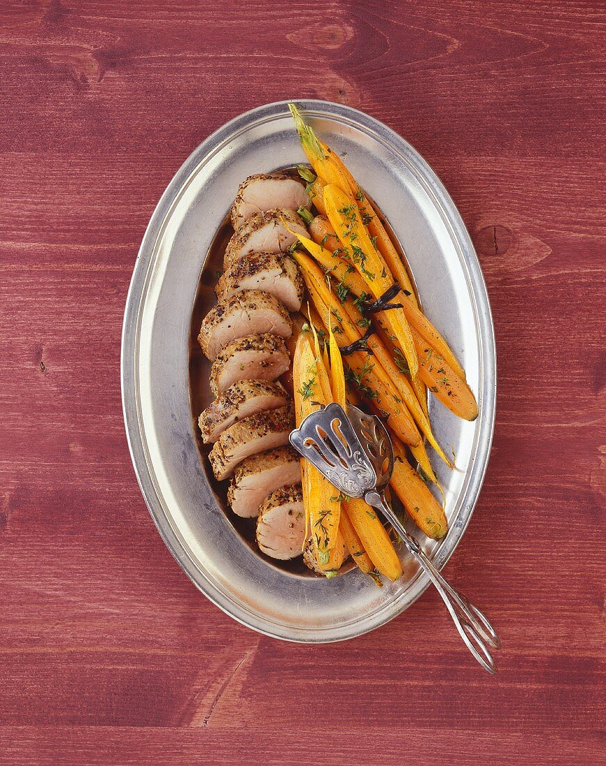 Pork fillet with glazed vanilla carrots