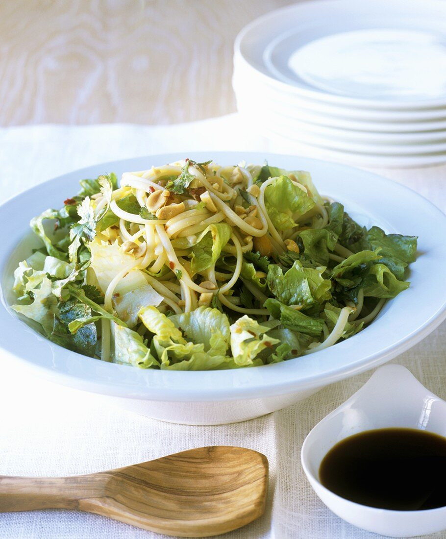 Green salad with Asian noodles, peanuts and chilli