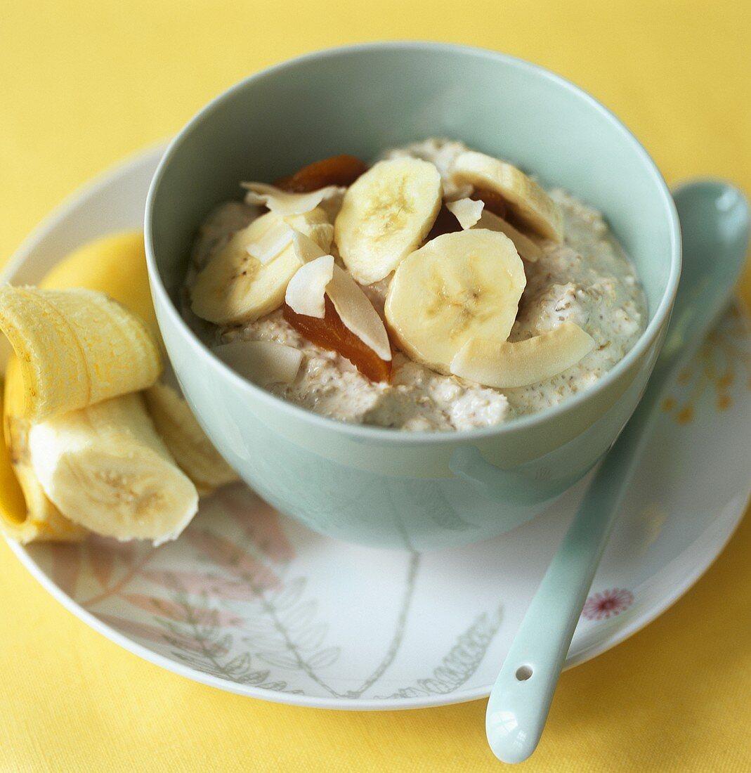 Porridge with dried fruit and fresh banana