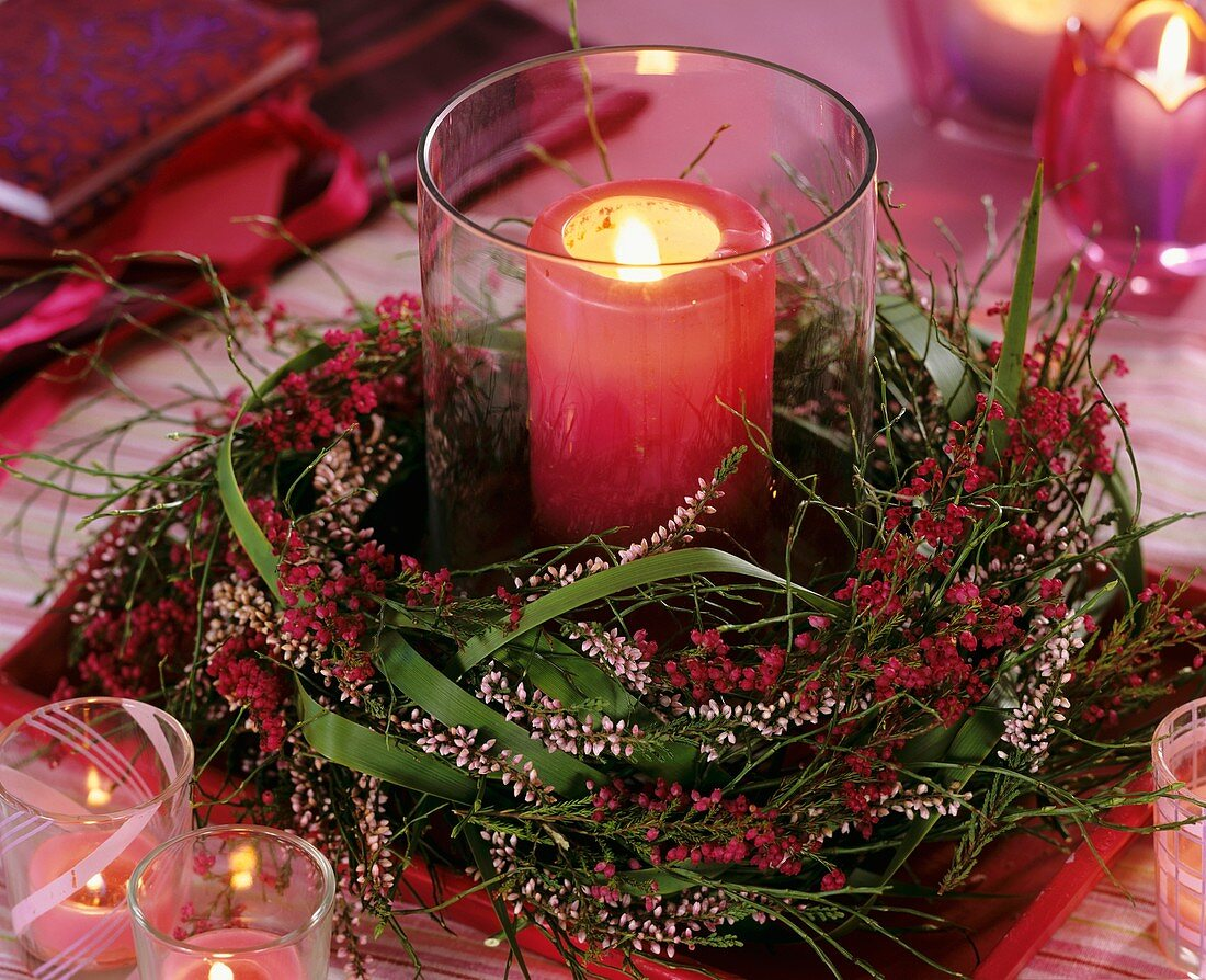 Windlight with wreath of heather and bilberry twigs