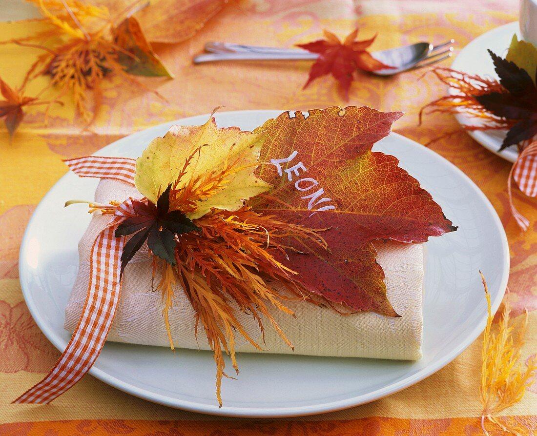 Napkin decoration of autumn leaves (maple and vine leaf)