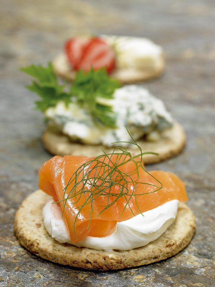 Oatcake with smoked salmon, cream cheese and dill