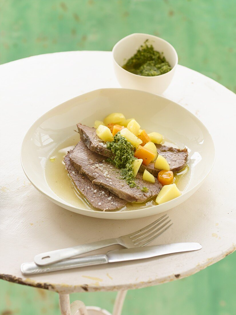Boiled beef with pesto and bouillon potatoes