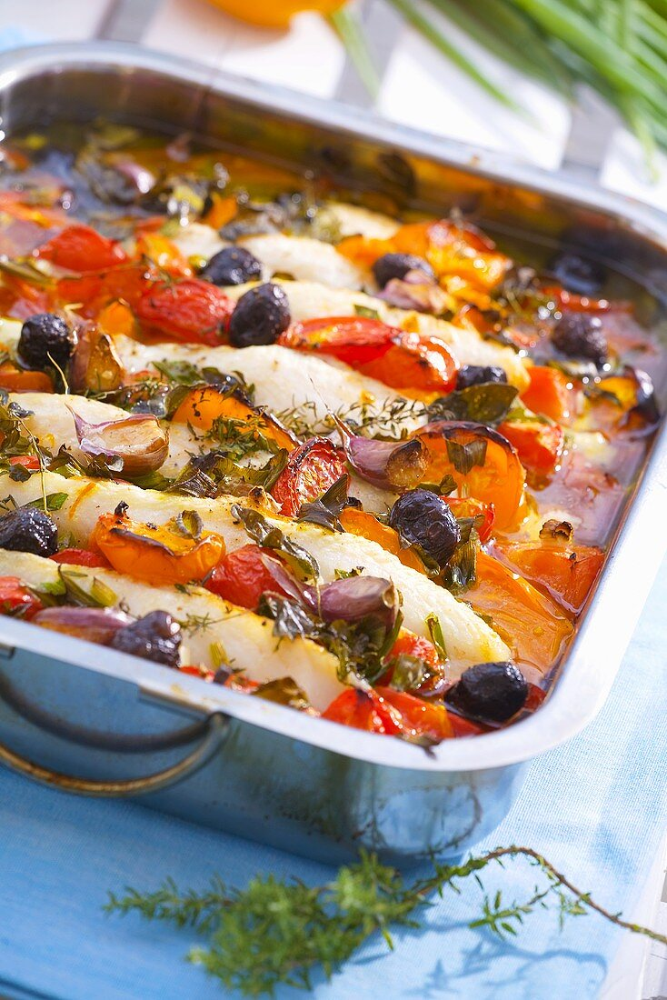 Oven-baked saltwater fish and vegetables