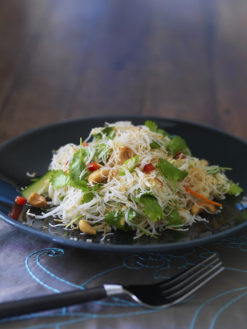 Rice noodles with vegetables and coconut