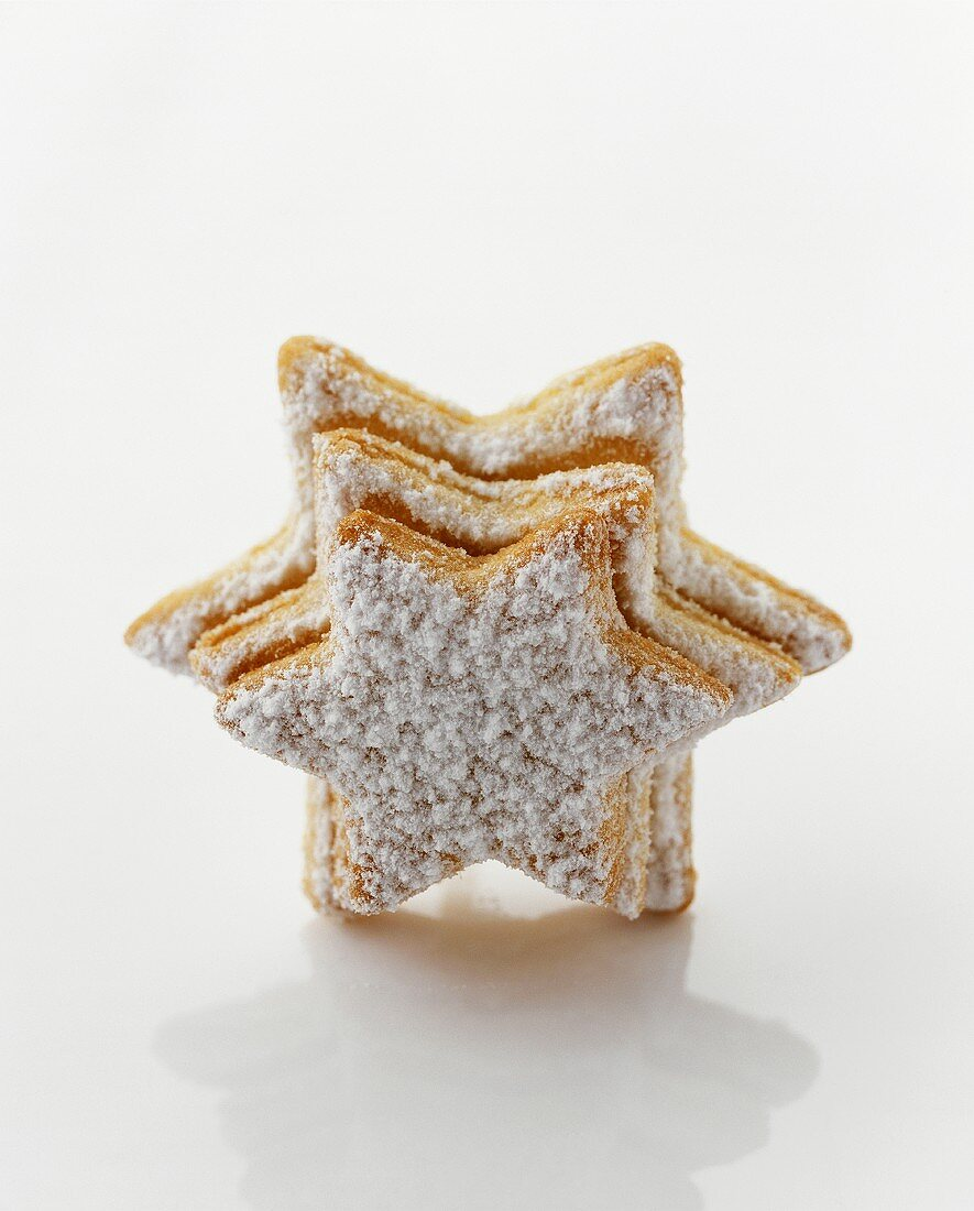 Star biscuits with chocolate hazelnut filling