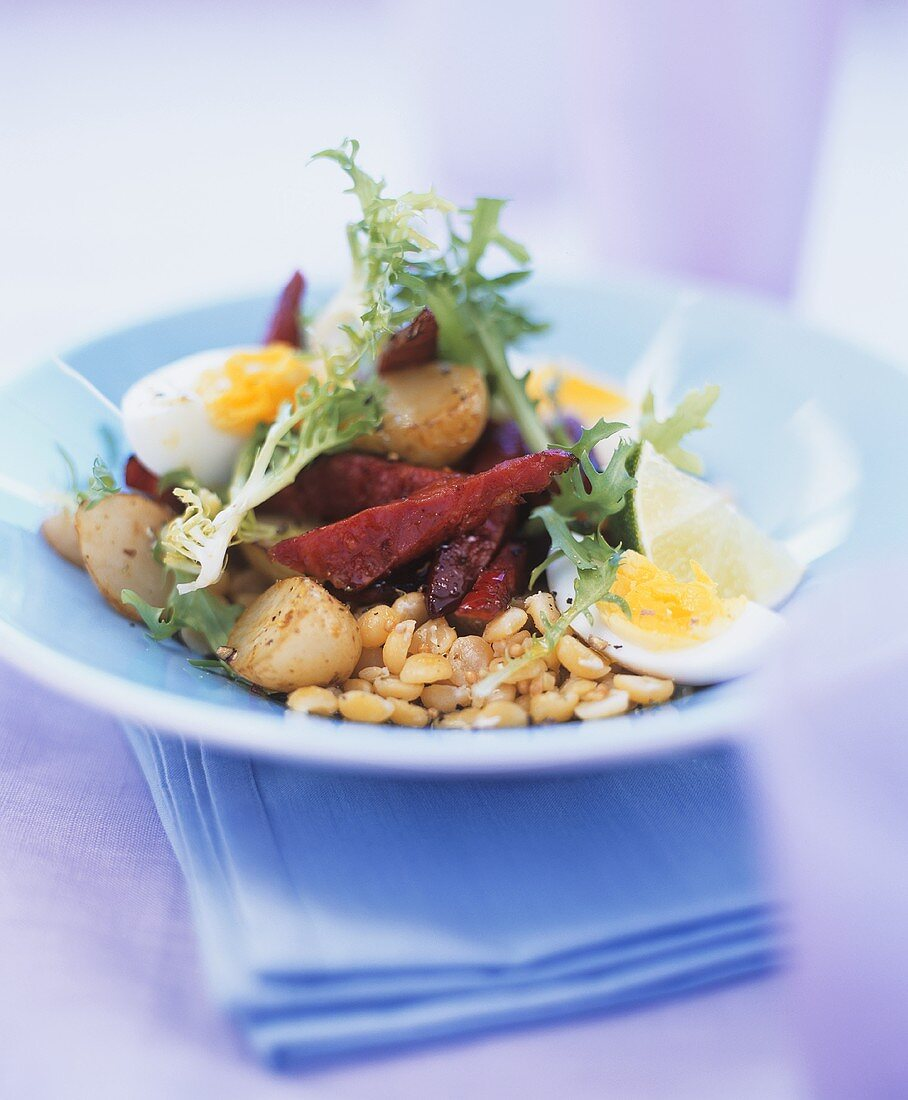 Lukewarm vegetable salad with beetroot and egg