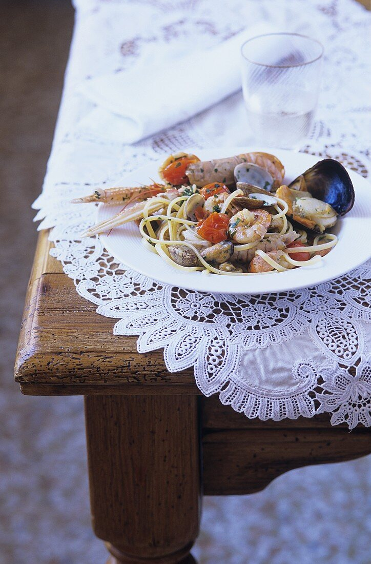 Linguine Arlecchino (Pasta with seafood, Venice)