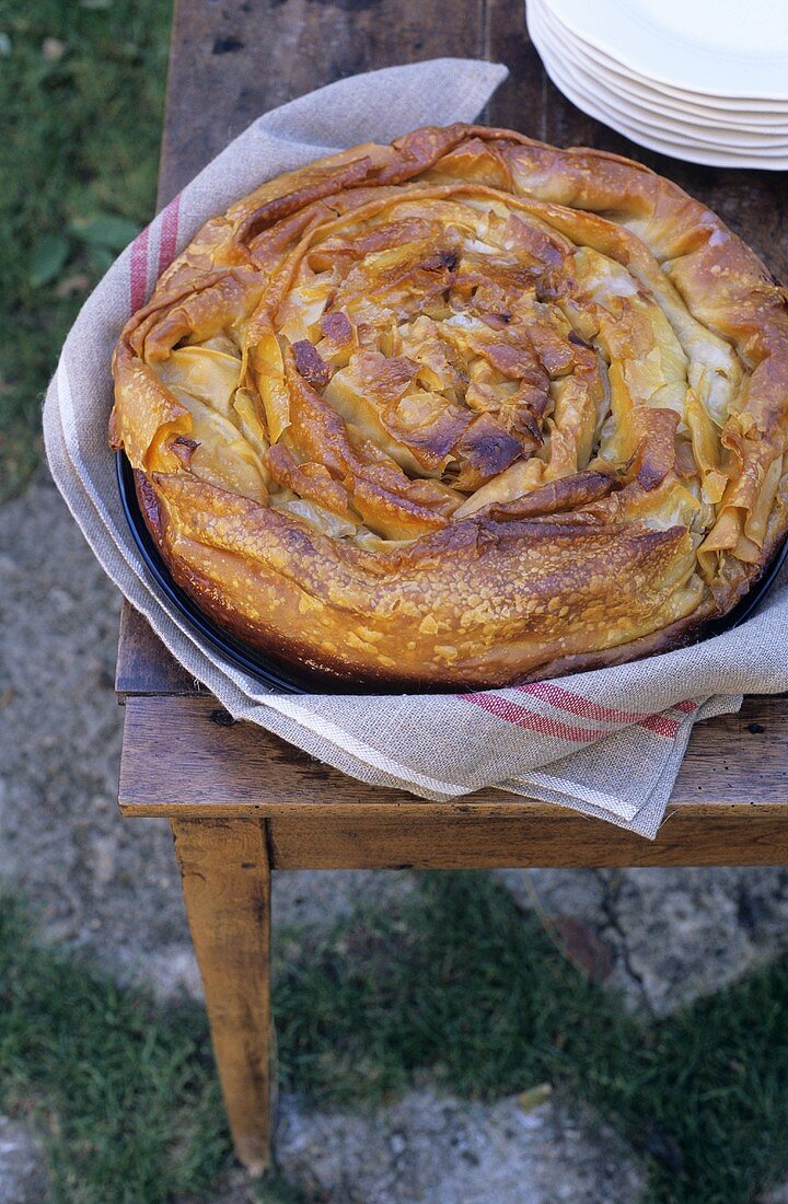 Pastis aux pommes (Puff pastry apple cake, France)