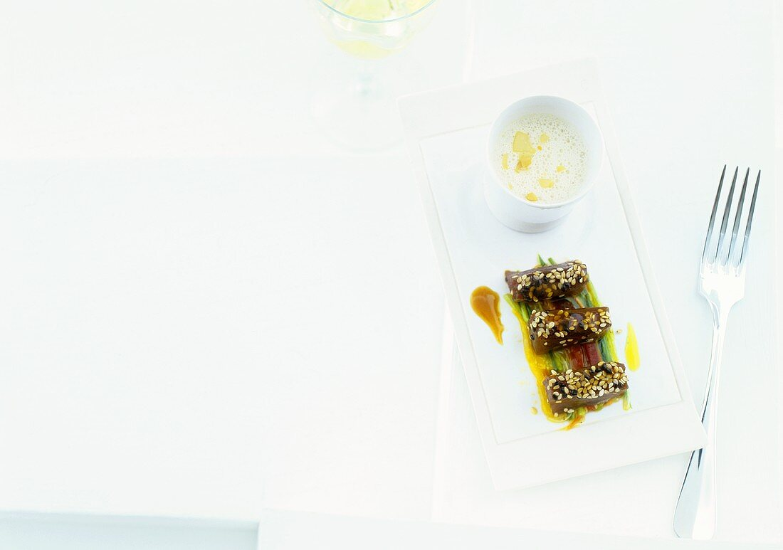 Almond soup with marinated tuna