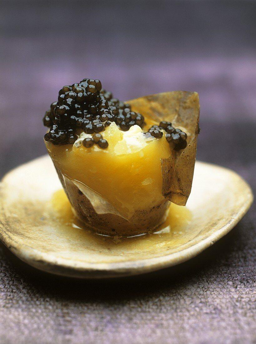 Potato with crème fraîche and caviar