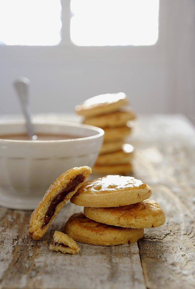 Biscuits with a chocolate cream filling and chocolat au lait