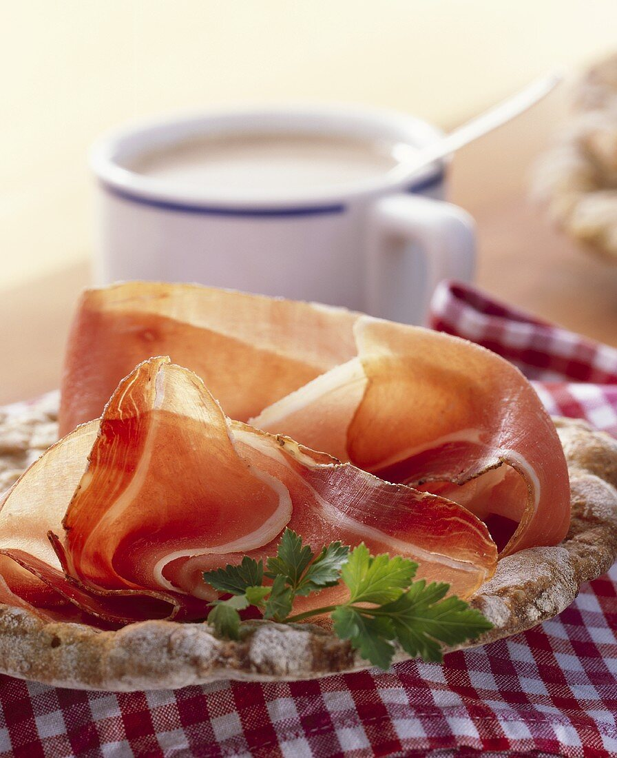 South Tyrolean bacon on Schüttelbrot (crisp Tyrolean bread)