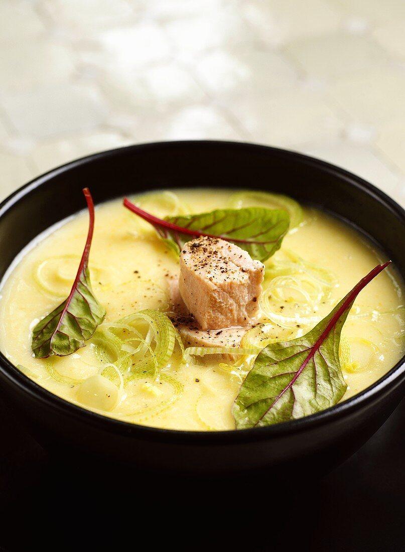 Potato soup with salmon and leeks