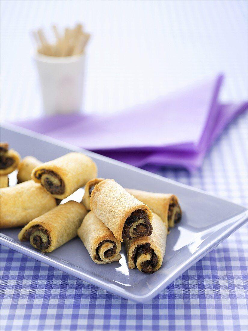 Pastry rolls with mushroom filling