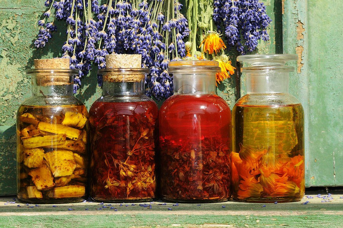 Herb oil with St. Johns Wort, marigold and comfrey root