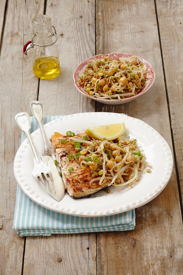 Salmon with beansprouts and soy sauce